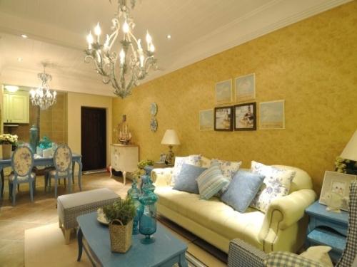 还有这样以黄色调调的客厅装修