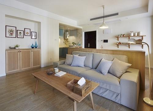 客厅沙发放在餐厅和 客厅隔断 前