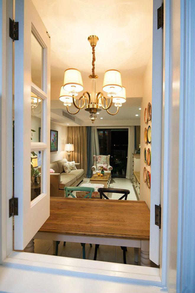这是从厨房小窗户看客厅