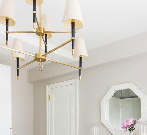 玄关柜,背景墙装饰画,布艺沙发,客厅吊灯,高低床,化妆台,青岛木质餐桌